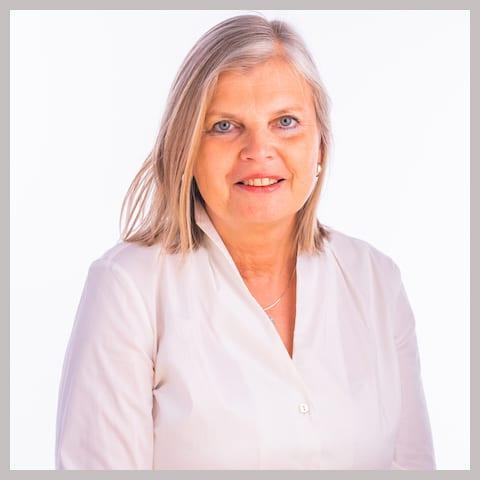 Drs. Aveline Ackermans-Swart